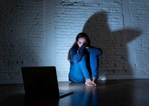 Comment les femmes peuvent protéger leur vie privée en ligne